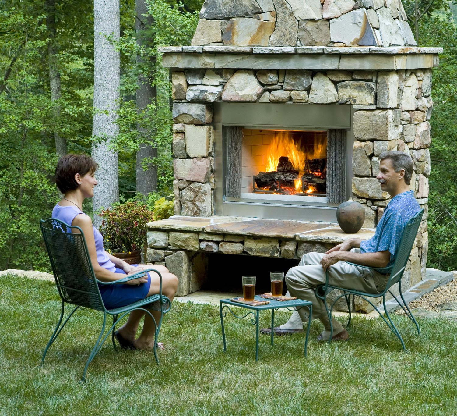 Backyard Fireplace Pictures : 30 Perfect Outdoor Fireplace Pictures  CreativeFan